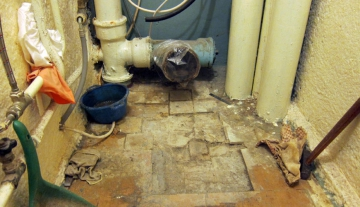 Как установить новый унитаз в старом доме